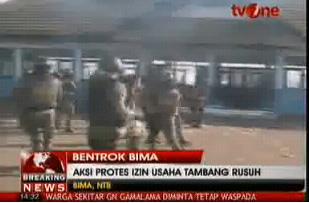 kerusuhan bima gedung dprd dibakar