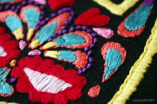 aliciasivert, alicia sivert, alicia sivertsson, broderi, embroidery, needlework, hoopart, hoop art, garn, återbruk, remake, sugar skull, batman, kurbits, sy, sew, stygn, mexico, mexiko, mexikansk dödskalle, skull, el caballero oscuro, the dark knight
