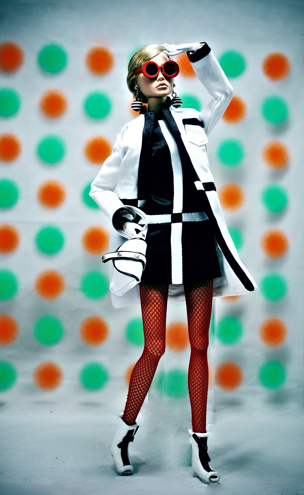 The fashion doll chronicles the twiggy clone she 39 s not there poppy parker - Karim rashid chess set ...