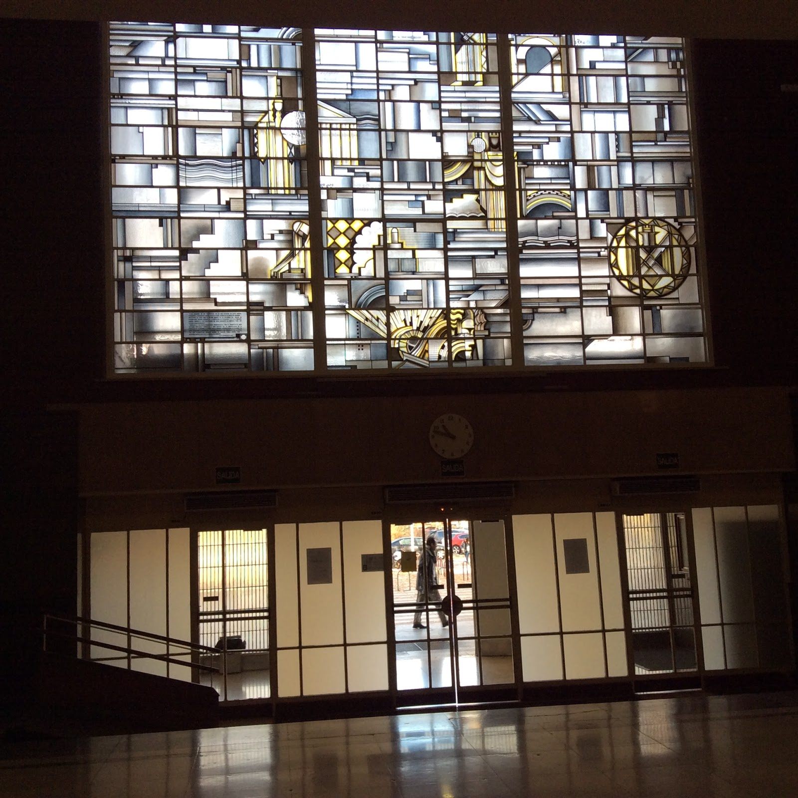 Han ganado los malos las vidrieras de la facultad de for Jardin botanico ucm