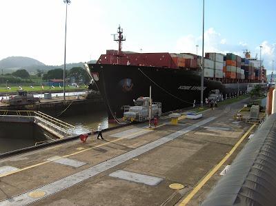 Escluda Miraflores, canal de Panamá, round the world, La vuelta al mundo de Asun y Ricardo, mundoporlibre.com