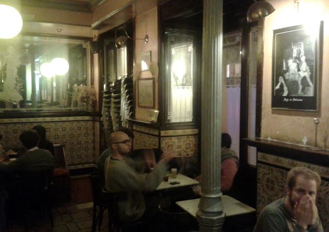 El 2D Mayo, interior de la cafetería.