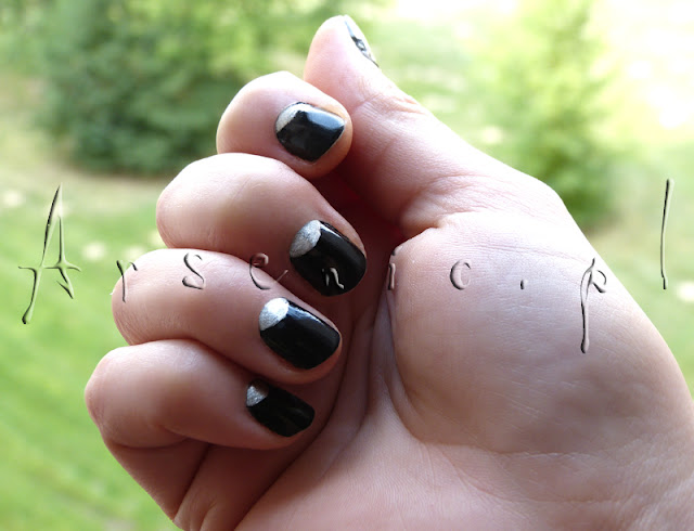 Znowu czerń na paznokciach...!