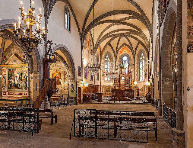 Igreja de São Mateus, Salers, França.