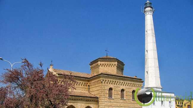 Punta Penna Lighthouse - 70 meter