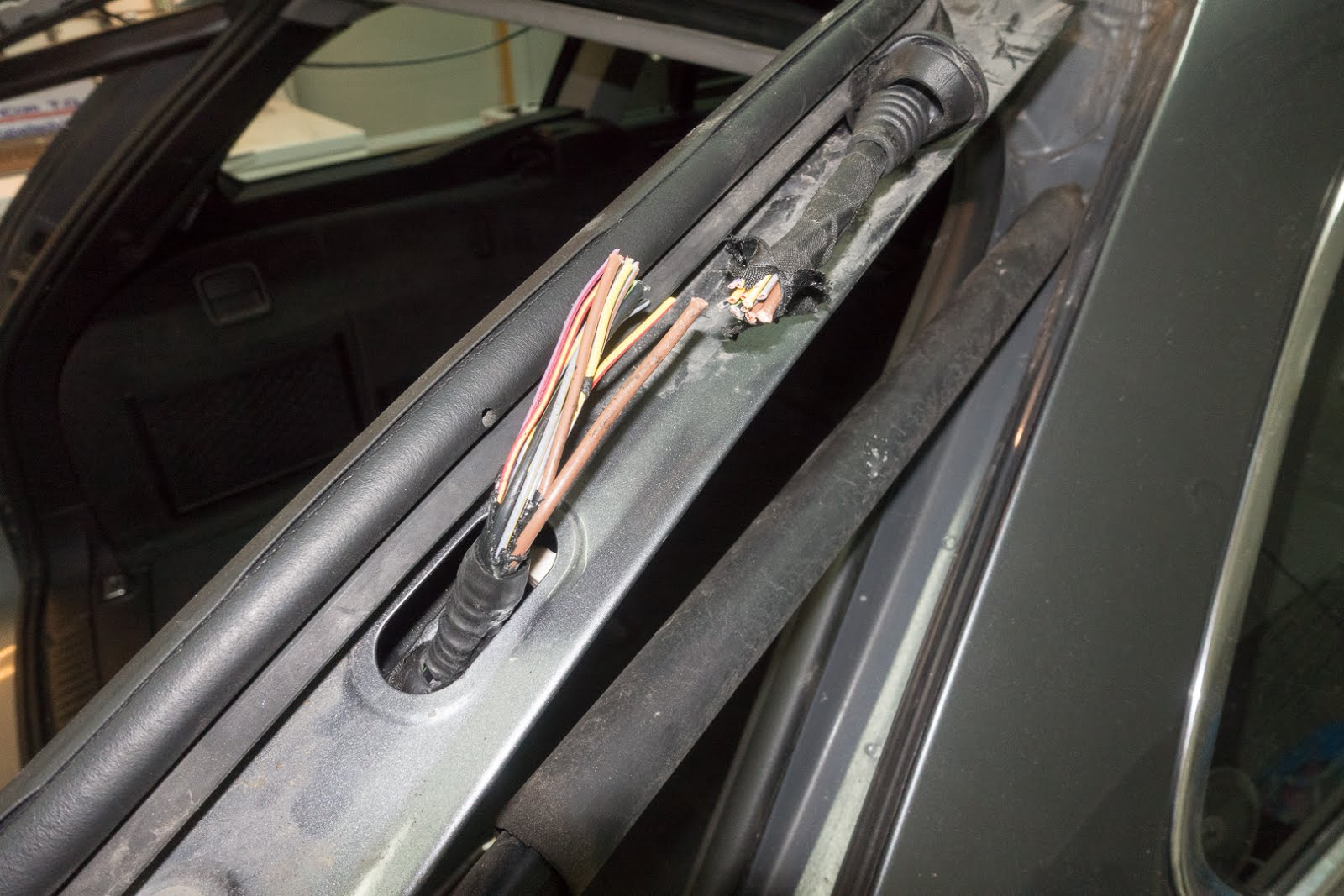 The Fix It Blog Sorting Things Out Bmw 535xi Touring E61 Tailgate Plastic Wiring Harness Clips Car Pull Old Through Hinge Area Cut Leaving At Least 6 Of To Give You Space Make Connections In