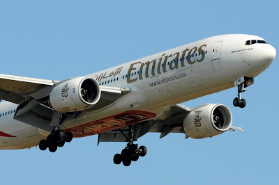 Emirates Airlines Boeing 777-200 turbulence Kochi incident accident A6-EML