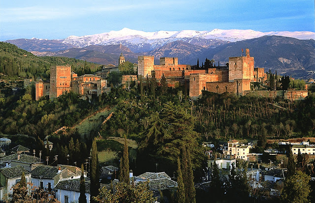 Vistas de la Alhambra y Sierra Nevada en Granada