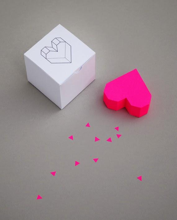 Как сделать объёмный подарок из бумаги