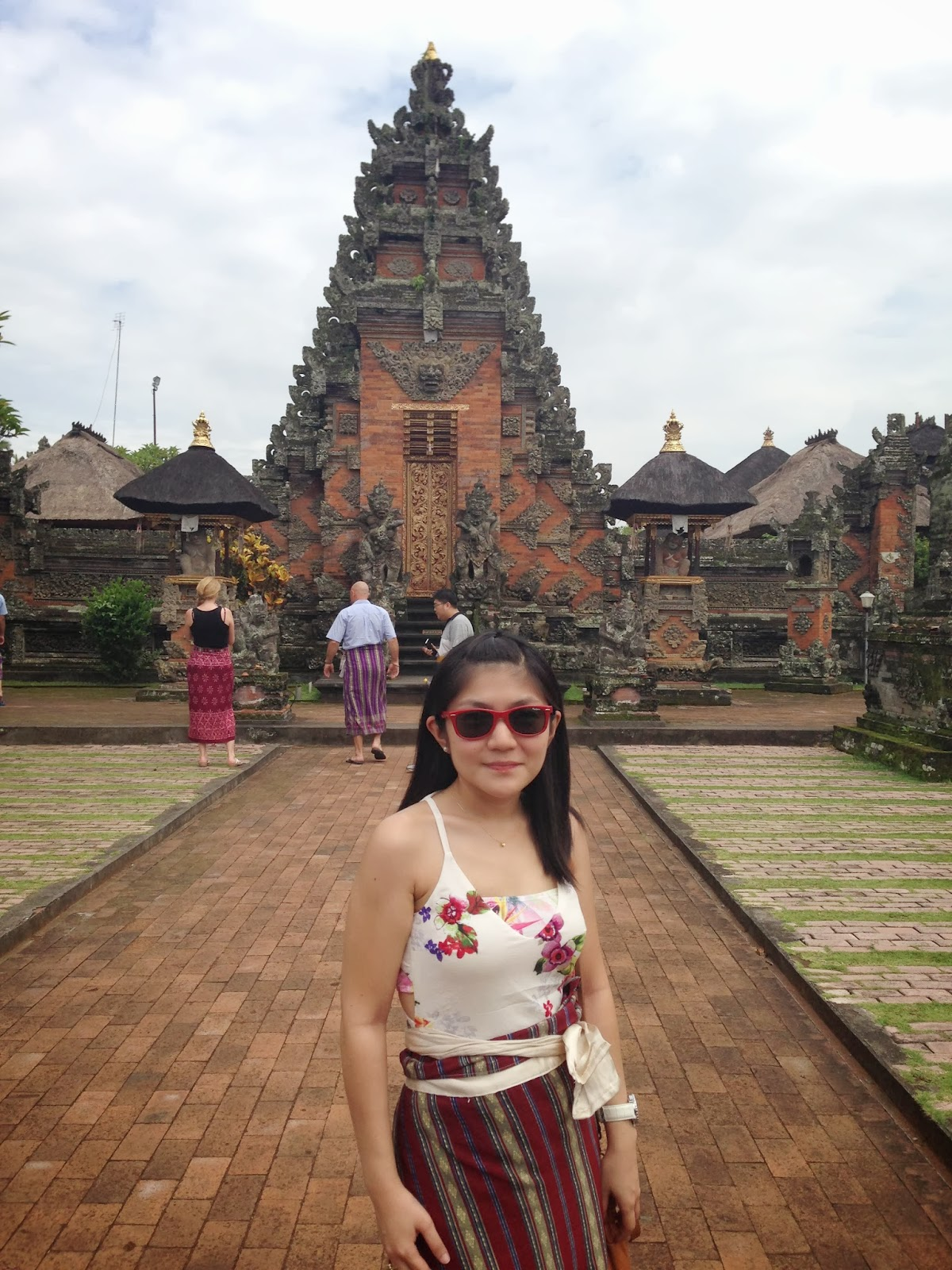 Here are some pictures that we took at Batuan Temple: