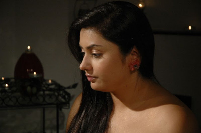 namitha in strapless gown unseen pics