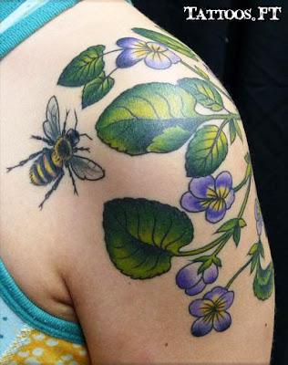 Tatuagens abelha e folhas
