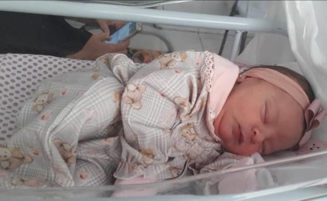Meu lindo presente, seja bem-vinda minha neta Maria Júlia!