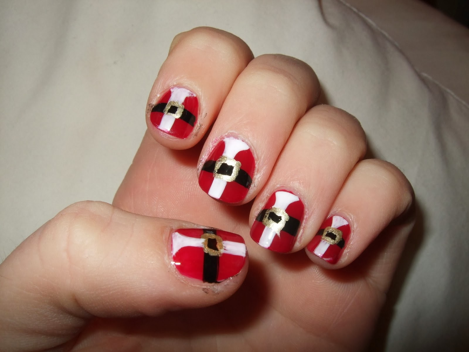 29 Festive Christmas Nail Art Ideas picture