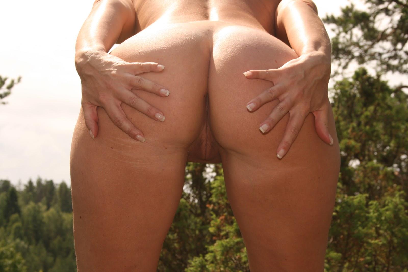 knulle nå naken i skogen