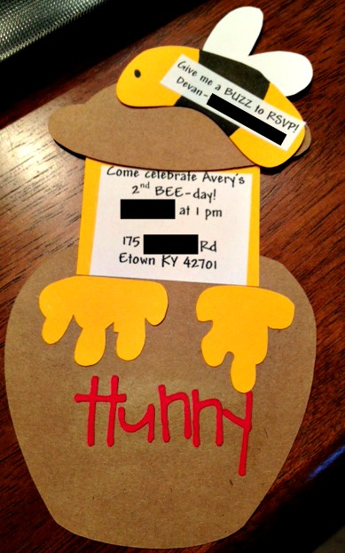 The Super Messy Supermommy: Invitations at last!