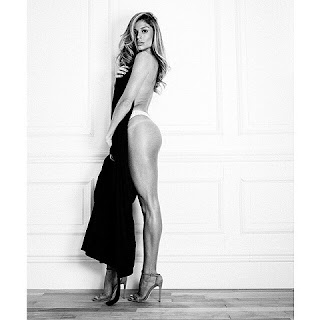 Foram divulgadas nas redes sociais fotos dos bastidores de uma campanha publicitária que conta com Grazi Massafera. Em uma das imagens, ela aparece de salto alto e com uma toalha. As fotos foram feitas por Eduardo Rezende.