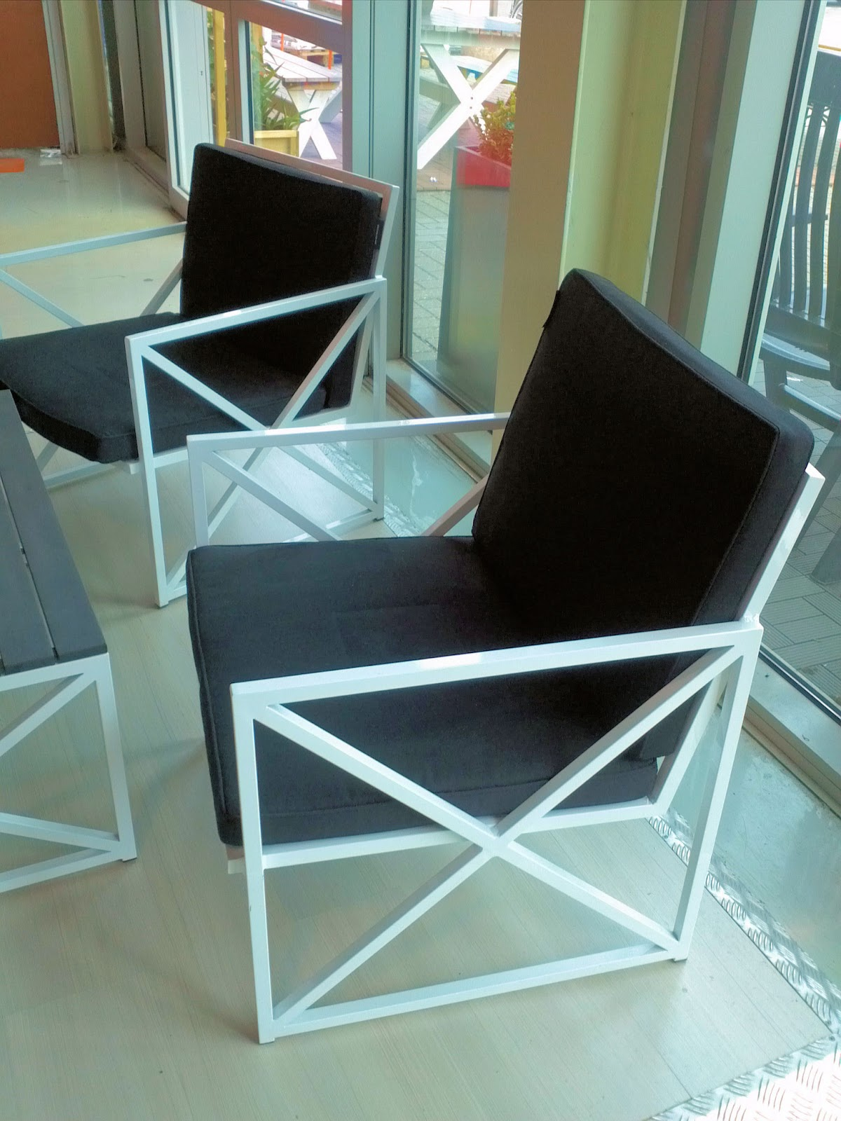 Jan Des Bouvrie Tuinstoelen.Gek Op Zwart Wit Leuke Zwart Wit Lounge Tuinstoelen Van Jan Des