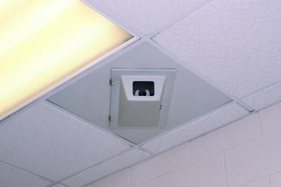 ethical-issues-public-surveillance-cameras-hidden-cam- بل- ازاي تكتشفي ان في كاميرا بتصورك وانتي في الحمامات العامه او غرف تغيير الملابس