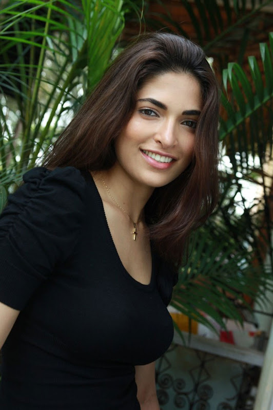 Parvathy omanakuttan latest hot stills