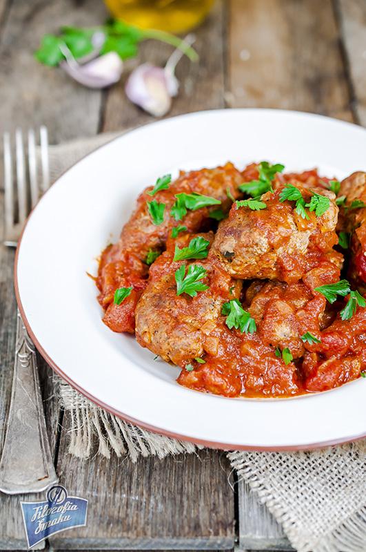 Kiełbaski wołowe w sosie pomidorowym