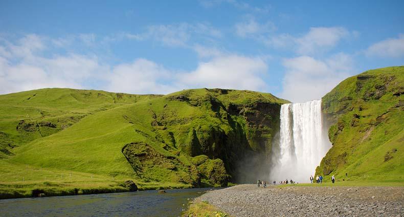 La Cascada Skogafoss: La cascada más grande y hermosa de Islandia