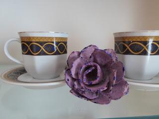 Róże z wytłaczanek po jajkach DIY