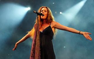 http://modaparahomens.com.br/wp-content/uploads/2011/10/joss-stone-rockinrio2011.jpg