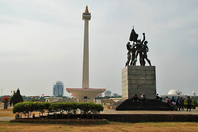 Escultura en la Plaza Merdeka