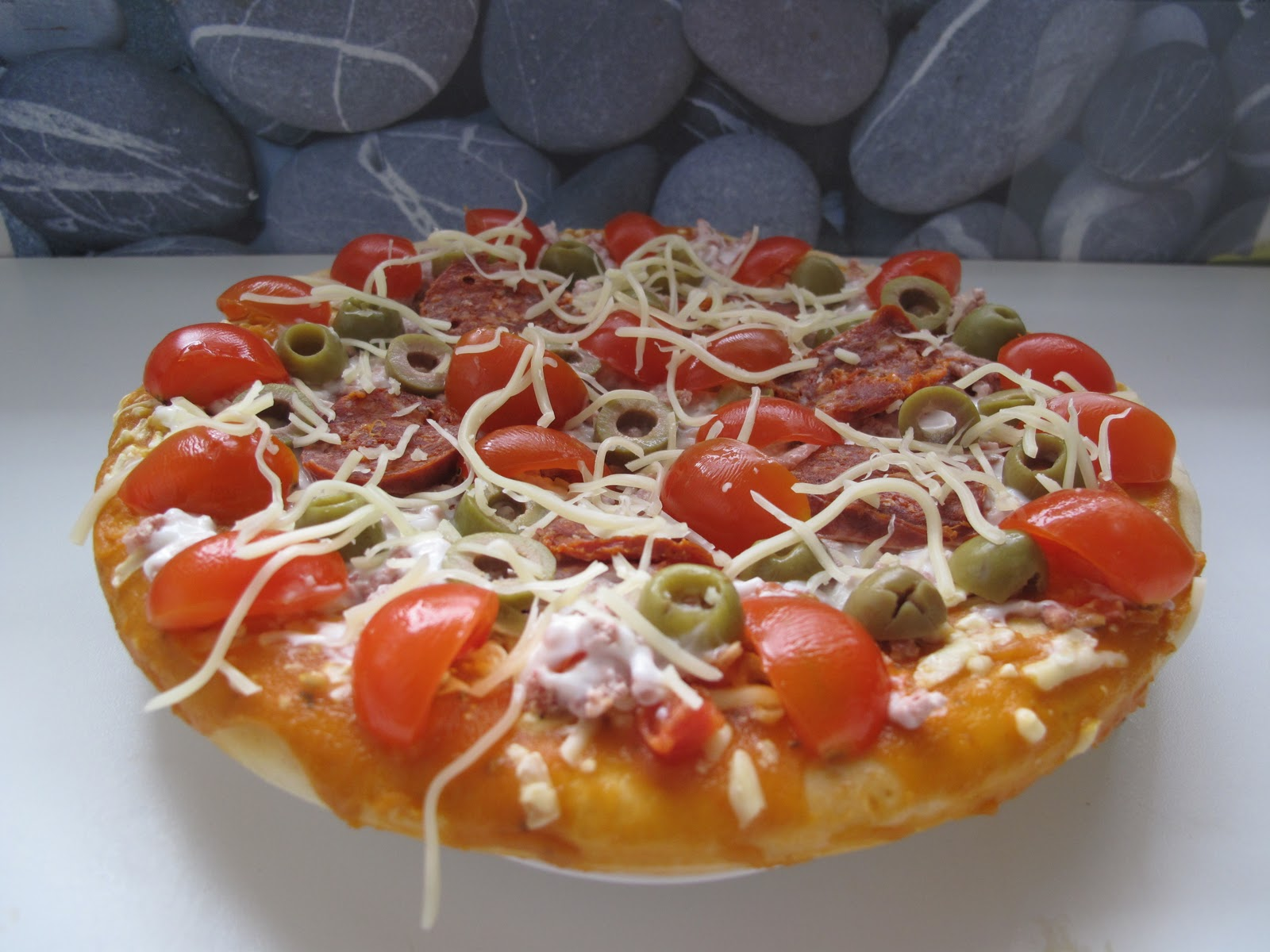 gourmandises homecooked plat pizza du dimanche tomates. Black Bedroom Furniture Sets. Home Design Ideas