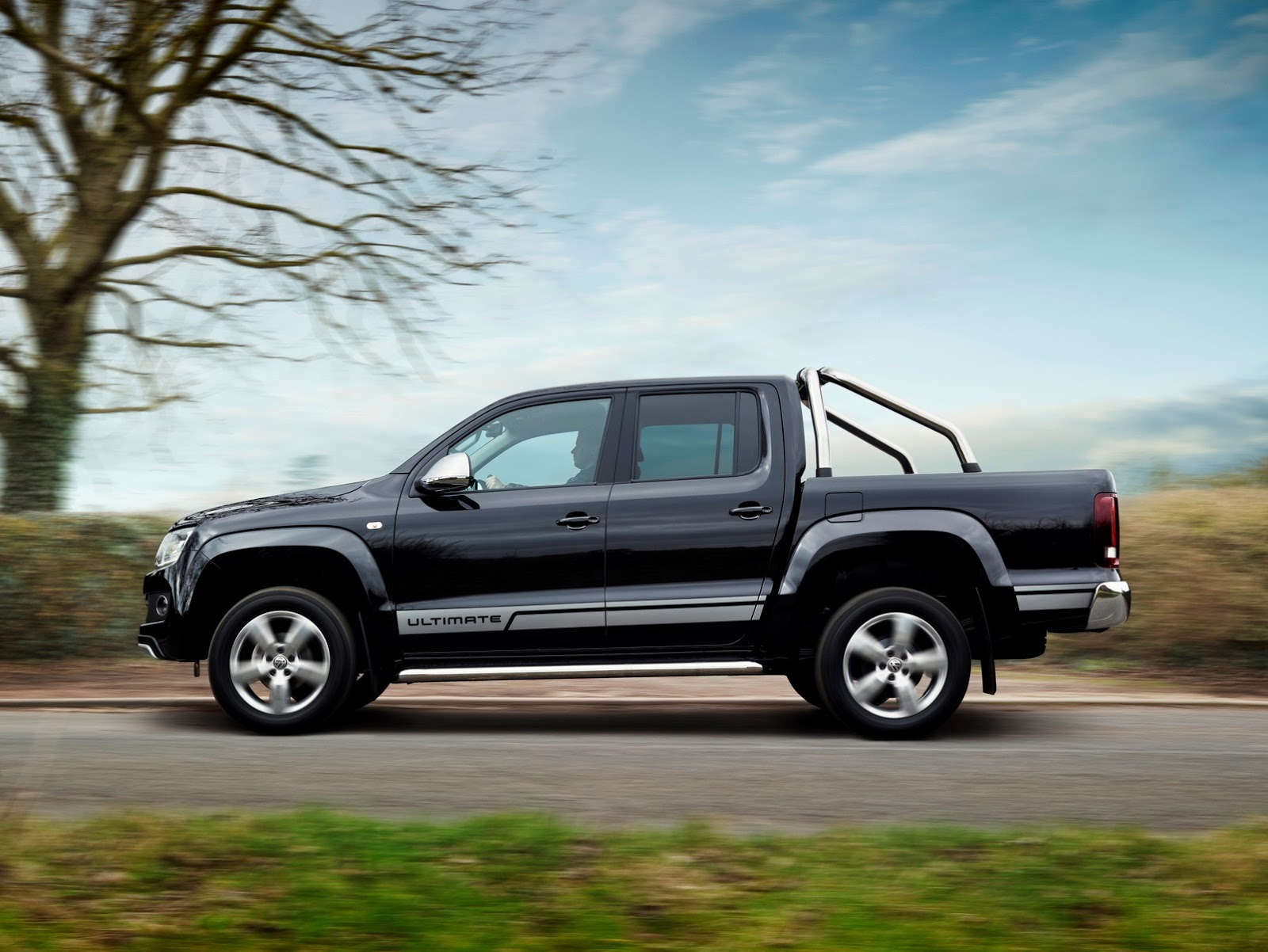 vw 39 s special edition amarok ultimate comes to uk in 500 units carscoops. Black Bedroom Furniture Sets. Home Design Ideas