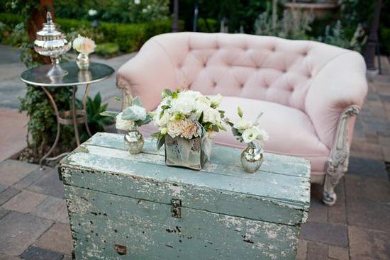 no hay boda vintage sin maletasse usan para todo decoracin para flores regalos como soporte para ensear a los novios donde se
