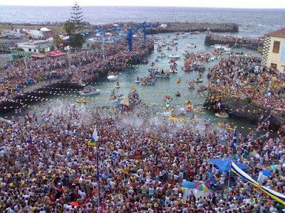 Fiesta de la Vírgen del Carmen, procesión en barca, Puerto de la Cruz (Tenerife)