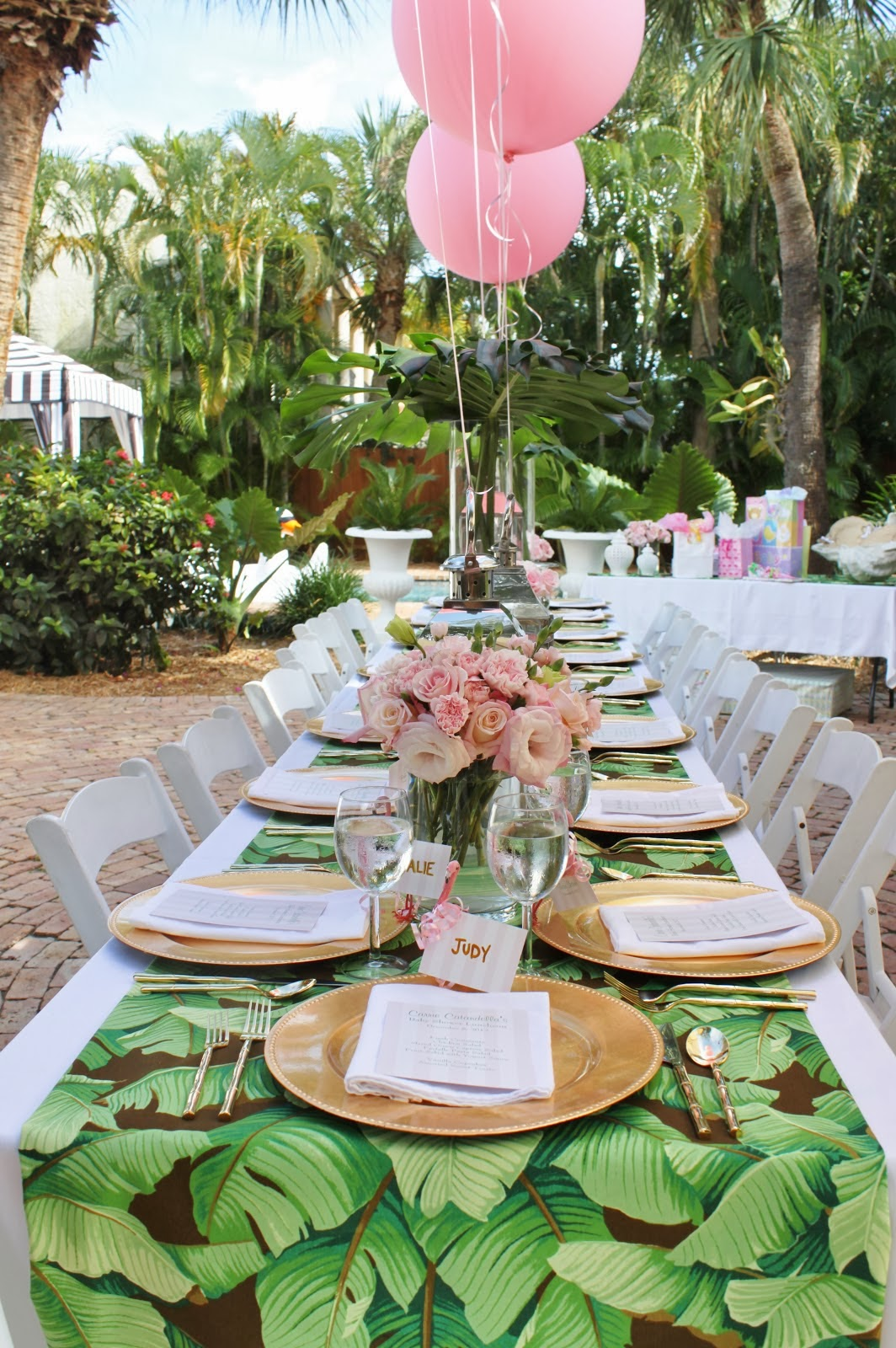 The glam pad a palm beach chic baby shower by luxe for Table exterieur super u