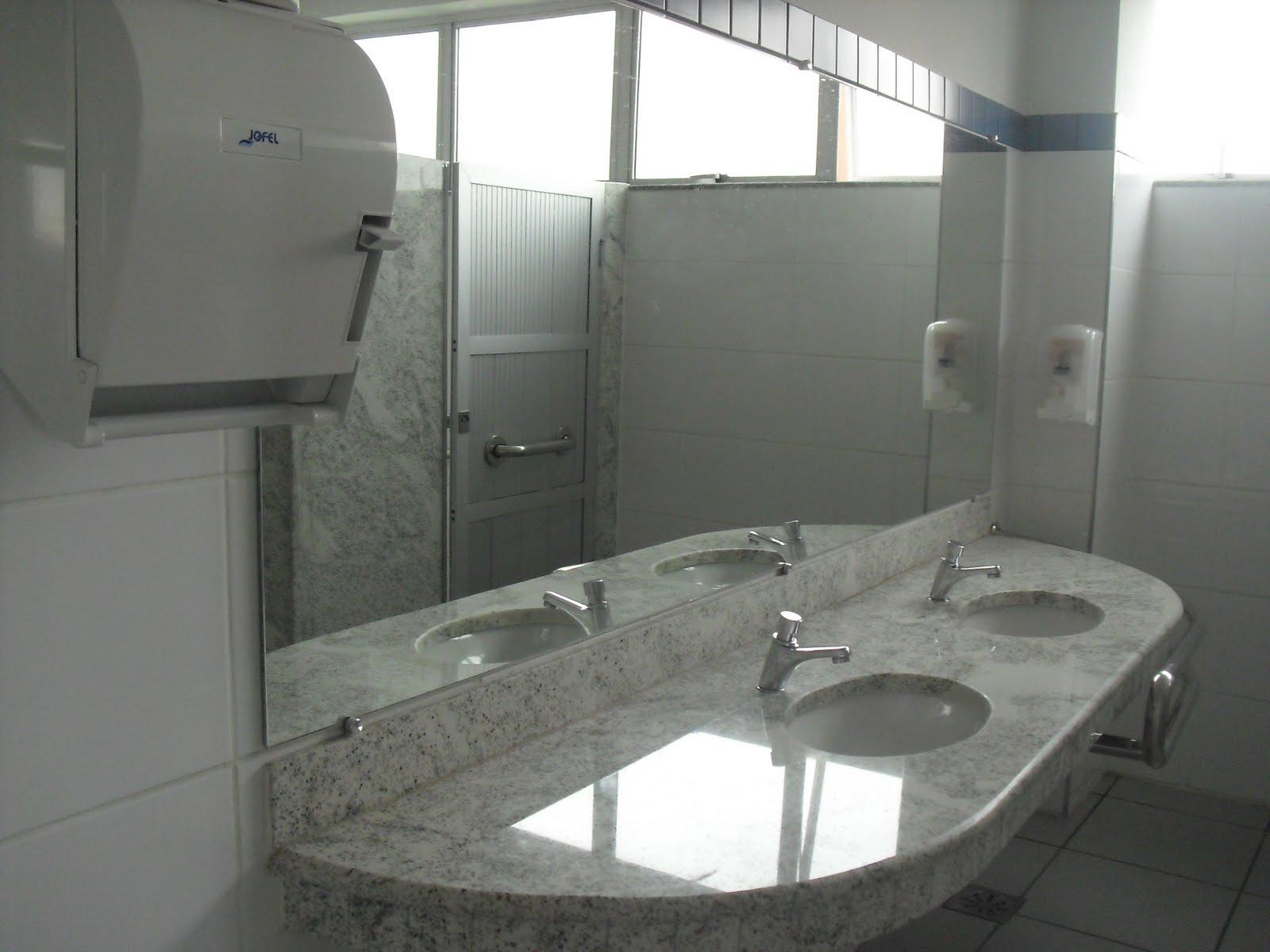 Banheiros adaptados sem perder o charme. Observem o caprichoso  #495258 1600 1200
