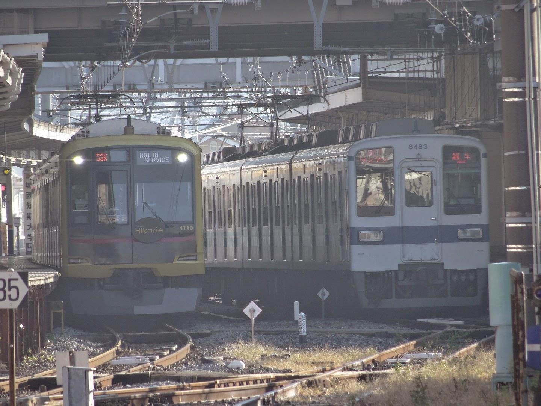 東上線8000系と並ぶHikarie号
