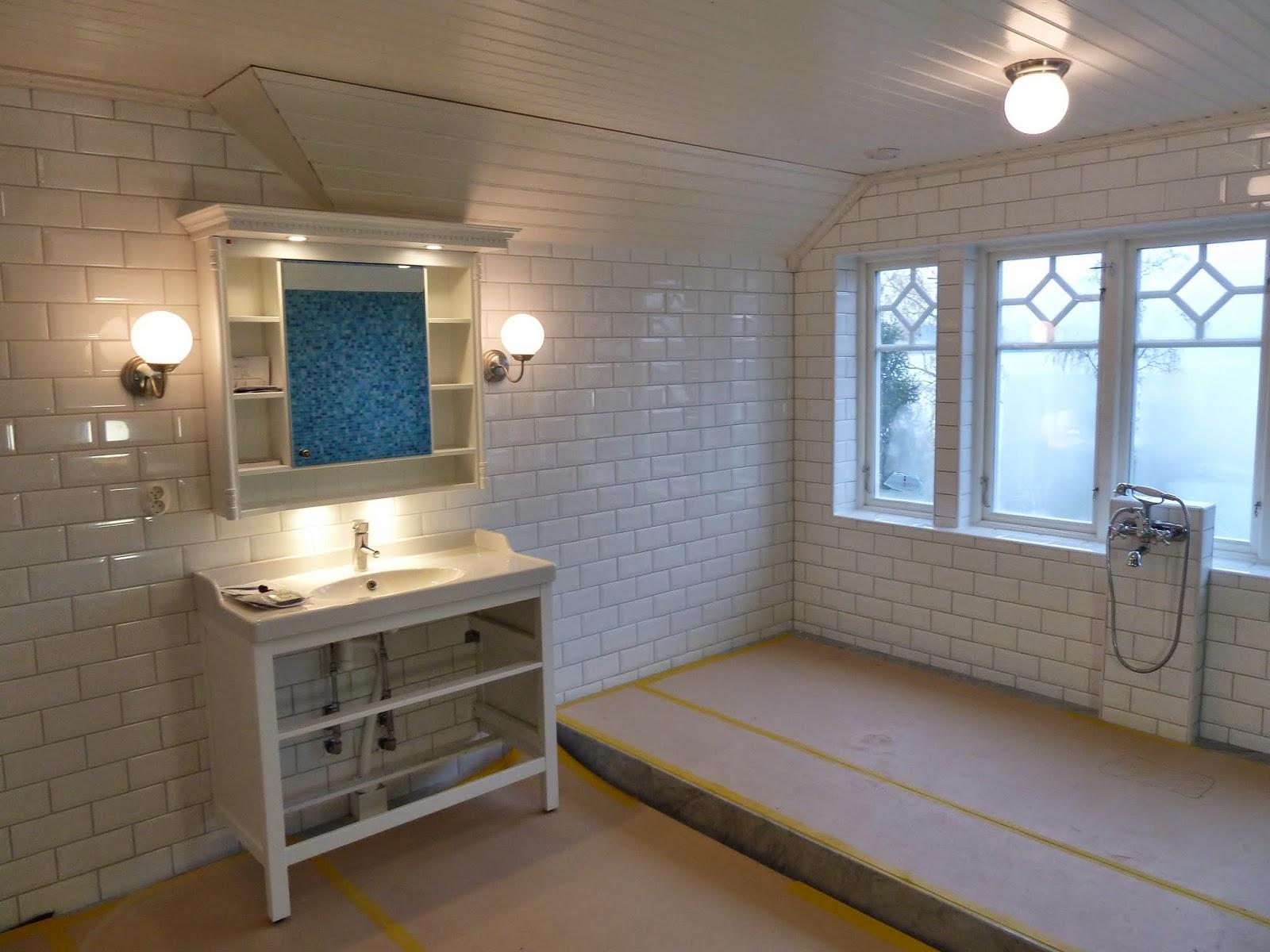 Myrstacken: tapeter och toaletter