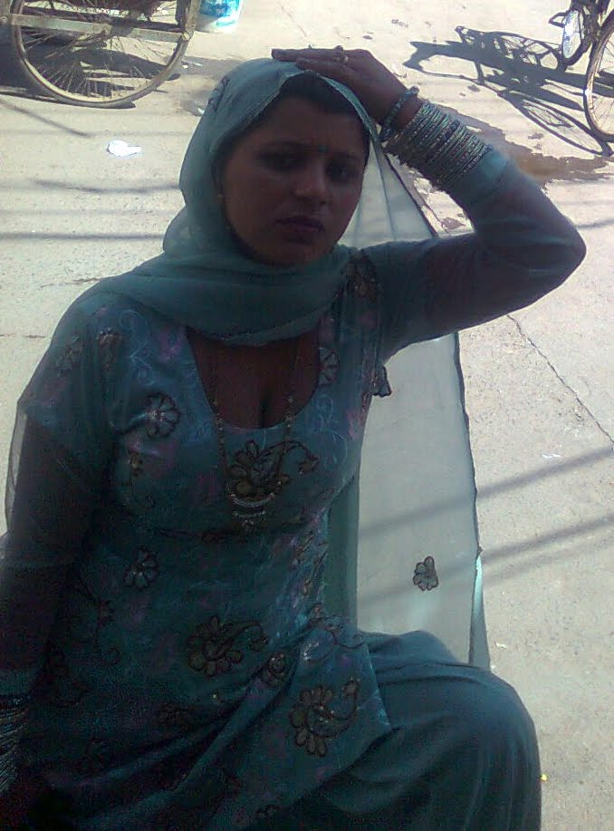 Down Blouse Of Indian Bhabhi While Shopping