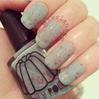 nelly-polish-beeny-swatch-review-manicure