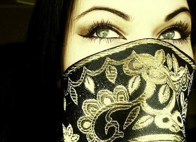 http://2.bp.blogspot.com/-NSIz3Ejp7Qw/TtSMKZTK8LI/AAAAAAAAD2E/OaL-UczDksA/s1600/beautiful-arabian-eyes04.jpg
