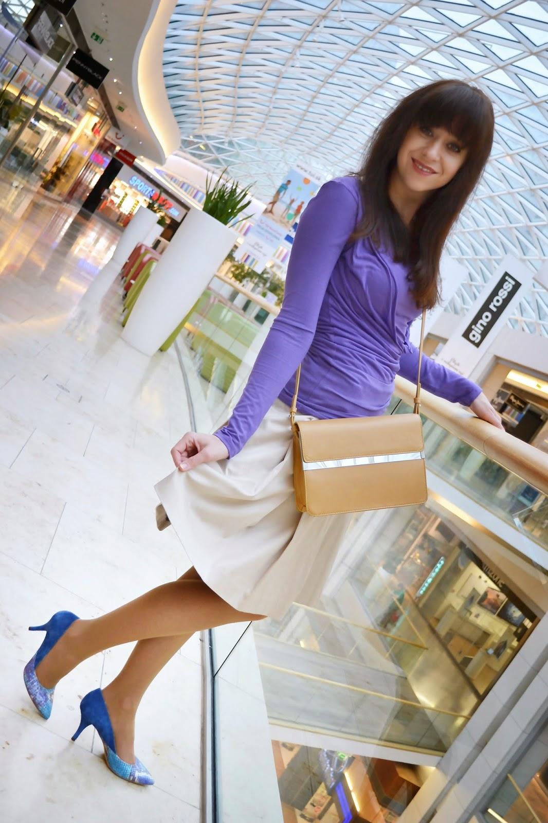 How to start a new day_Katharine-fashion is beautiful_Béžová sukňa_Semišové lodičky_Animal print_Katarína Jakubčová_Fashion blogger