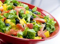 Salada de Folhas e Frutas (vegana)