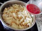 Mancare de telina cu masline preparare reteta - adaugam pasta de rosii