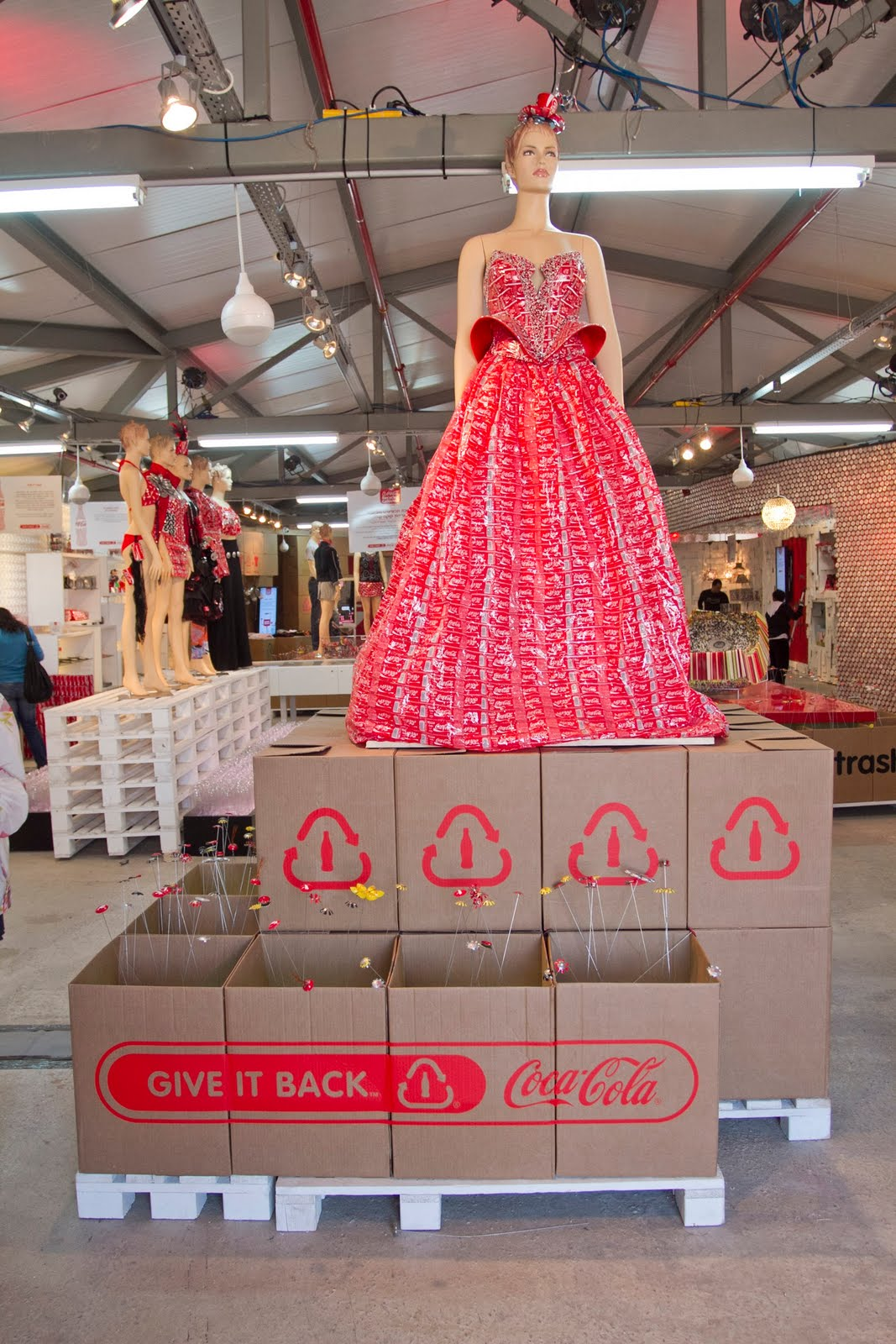 promarket news coca cola recycled collection pop up shop coca cola recycled collection pop up shop