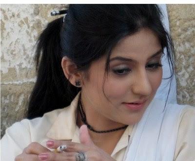 sanam-baloch-smoking