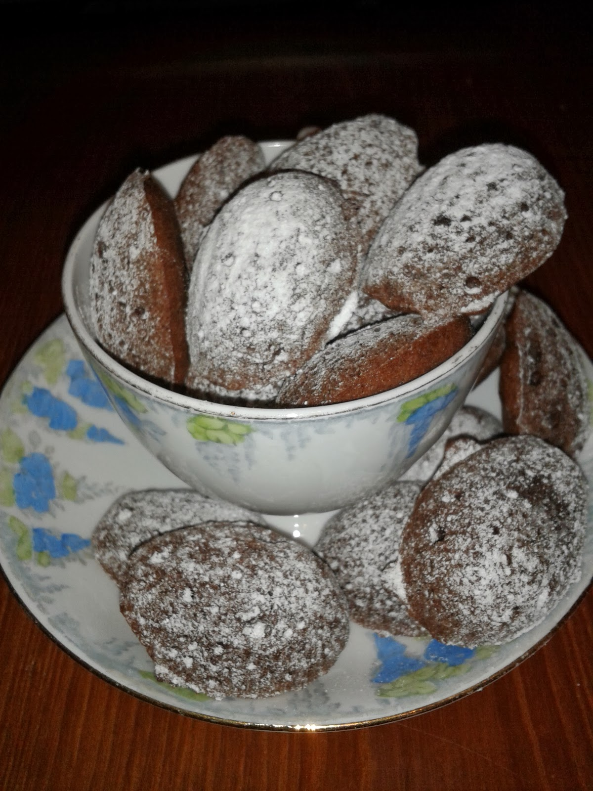 Honey chocolate madeleines in teacup