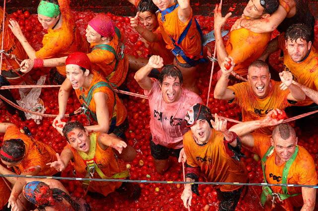 """Φεστιβάλ ντομάτας στην Ισπανία. """"La Tomatina"""""""