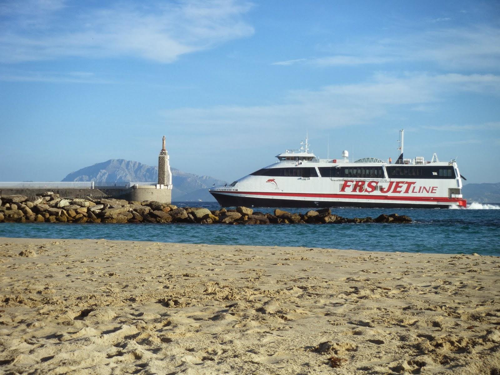 Puerto de Tarifa. Ferry FRS entrando