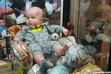 Kok Bisa!! Bayi Masuk Dalam Mesin Game Claw Machine