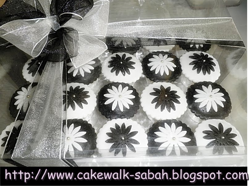 Black White Cupcakes Cake for wedding and engagement